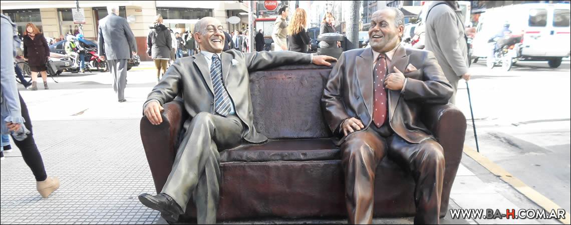Estatua de Olmedo y Portales en Avenida Corrientes