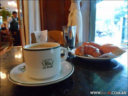 Café en el Bar La Biela, Buenos Aires