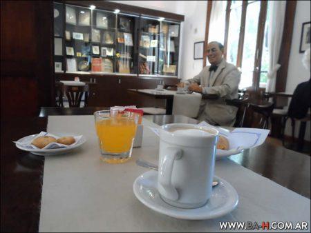 Visitar Un Café con Perón,