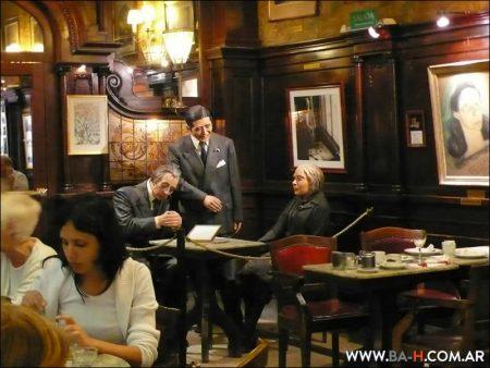 Mesa especial en el Café Tortoni