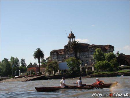 En bote por Tigre y delta del Paraná