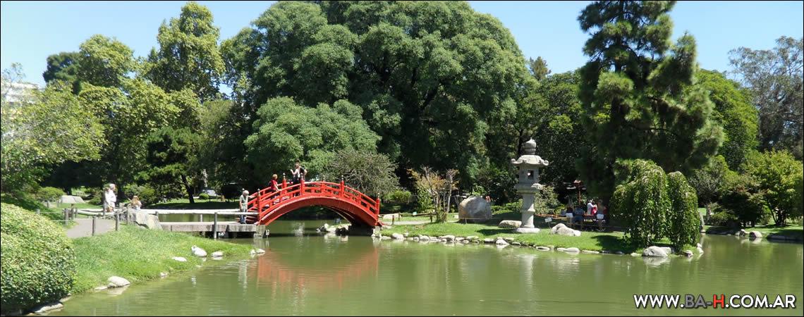 Puente Rojo del Jardín Japonés
