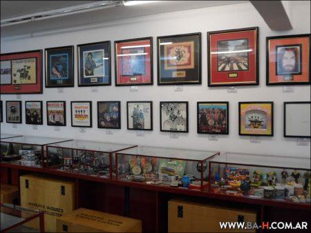 Objetos de colección en el Museo Beatle de Buenos Aires