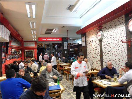Salón de la Pizzería Güerrín