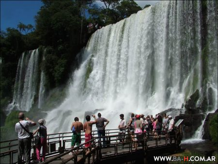 Iguazú Falls, Tourism in Argentina