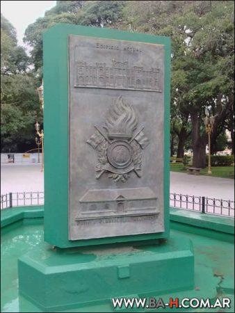 Monumento escudo General San Martín